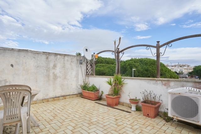 Santa Marinella (RM) -Villetta a schiera su tre livelli con giardino